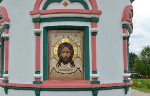 Икона из мозаики Спас Нерукотворный в апсиде Храма