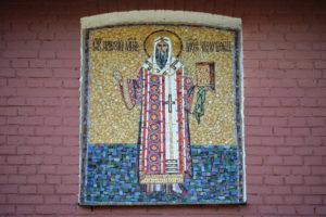 Мозаичная икона Митрополит Алексей на фасаде Троицкого Храма г. Щелково