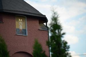 Икона из смальты в нише на фасаде Троицкого собора г. Щелково