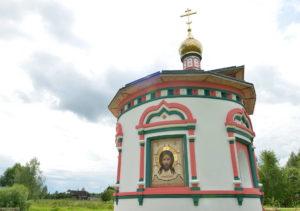 Вид Храма с иконой из мозаики Спас Нерукотворный
