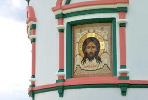 Стена Храма с мозаичной иконой Спас нерукотворный